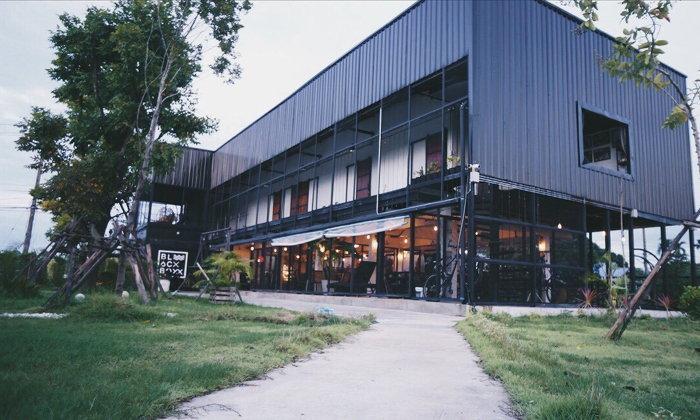รีโนเวทหอพักเก่าเป็นลอฟท์คาเฟ่เท่กลางทุ่ง ร้าน Blackboxx cafe'  and  bistro จ.อุบลราชธานี