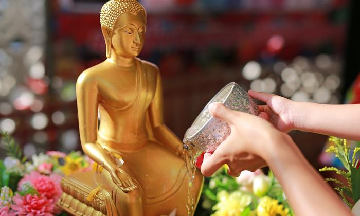 8 วิธีทำความสะอาดหิ้งพระและพระพุทธรูปวันสงกรานต์