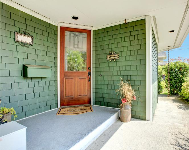 คงได้ยินกันบ่อยๆว่า หากประตูหน้าบ้านและประตูหลังบ้านตรงกันจะไม่ดี  แต่ความเชื่อนี้ก็ไม่ได้จริงเสมอไปนะคะ เพราะหากประตูหน้าอยู่ในทิศที่ให้โชคเช่น  ทิศมังกร ...