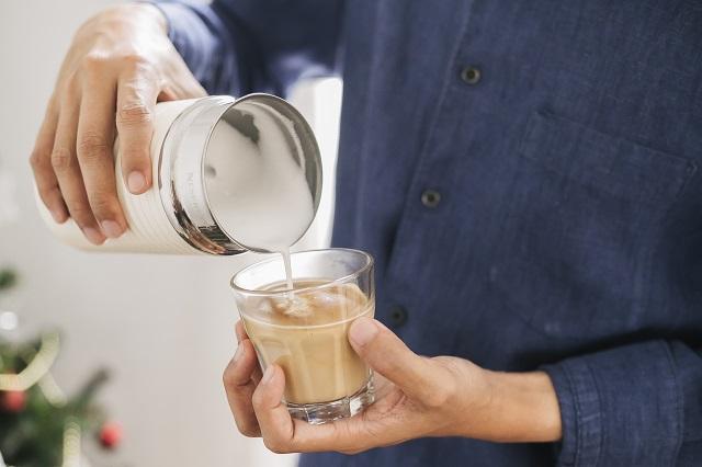 การเทฟองนมใน กาแฟ nespresso