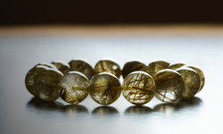 หินไหมทอง หินมงคลเสริมโชคลาภ มั่งคั่งร่ำรวย