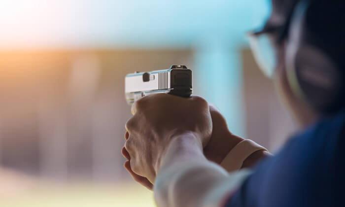 ทำนายฝัน ฝันเห็น ยิงปืน ฝันว่า ยิงปืน