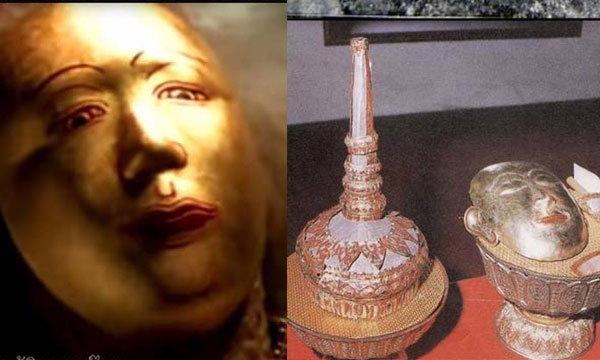 """""""การถวายหน้ากากทองคำ และหักหวี"""" ในพิธีสรงน้ำพระบรมศพ"""
