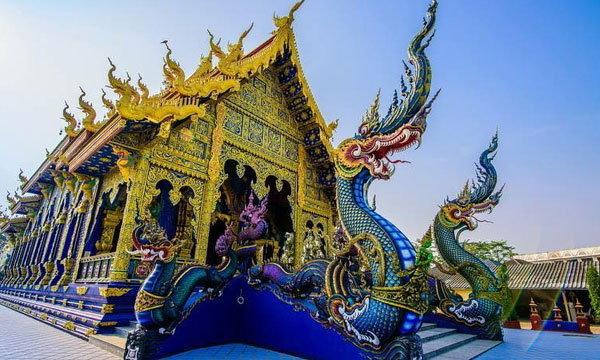 """""""วัดร่องเสือเต้น"""" วิหารน้ำเงินฟ้าสวยสง่า สุดศักดิ์สิทธิ์สะดุดตา!"""