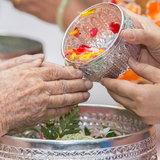 สรงน้ำพระเสริมดวงในวันสงกรานต์