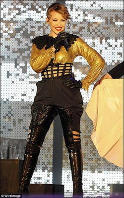 อุ่นเครื่องความอลังการของ ไคลี่ มิน็อก กับปาร์ตี้คอนเสิร์ตระดับพันล้านที่ดูไบ!