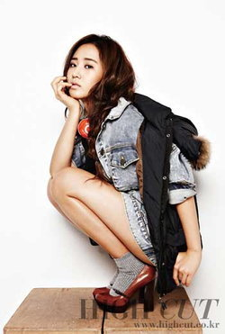 ยูริ (Yuri) แห่ง โซนยอชิแด (SNSD) อวดเรียวขาสุดวิเศษใน HIGH CUT
