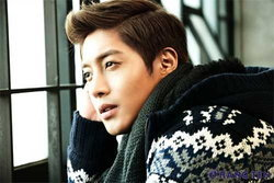 คิมฮยอนจุง (Kim Hyun Joong) แปลงโฉมเป็นผู้ชายฤดูใบไม้ร่วง