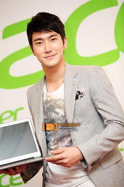 ชเวชีวอน (Siwon) แห่ง ซุปเปอร์จูเนียร์ พรีเซ็นเตอร์ เอเซอร์