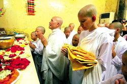 อ้อม-สุนิสา ซุ่มบวชหน 2 ที่ประเทศอินเดีย