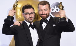 Sam Smith สุดปลื้ม! อุทิศ Oscars ตัวแรกให้กลุ่มคนข้ามเพศ