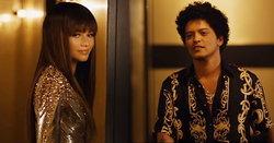 "Bruno Mars ชวน Zendaya มาสยิวด้วยกันหน่อยๆ ในเอ็มวี ""Versace on the Floor"""