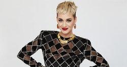 Katy Perry ถูกกล่าวหาว่าคุกคามทางเพศ เมื่อเธอจูบผู้เข้าแข่งขัน American Idol