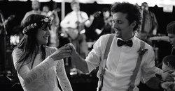 """Jason Mraz โชว์บรรยากาศงานแต่งงานสุดโรแมนติกของตัวเองในเอ็มวี """"Might As Well Dance"""""""