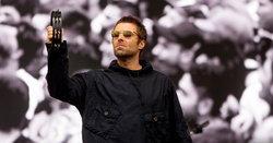 เรื่องบอลพี่จริงจัง! Liam Gallagher ฉายสดฟุตบอลโลกระหว่างเล่นคอนเสิร์ตบนเวที