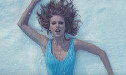 """ผ่านหรือไม่ผ่าน? เอ็มวีใหม่ของ Taylor Swift เพลง """"Out Of The Woods"""""""