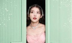 """IU (ไอยู) ปล่อยเอ็มวีสุดอลังการ """"Celebrity"""" โชว์สเต็ปแดนซ์ สวยทุกลุค"""