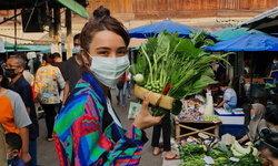 """""""ปาล์มมี่"""" ลงรูปเดินตลาดลำปาง เผยราคาผักสดที่ทำเอาแฟนๆ อึ้งกันมาก"""
