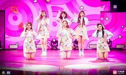 """BNK48 คัมแบ็กเวที! โชว์เพลง """"เสียงเชียร์ (CHEERS)"""" ครั้งแรกบน T-POP STAGE"""