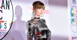 Taylor Swift ทำลายสถิติศิลปินหญิงที่รับรางวัล American Music Awards มากที่สุดในประวัติศาสตร์