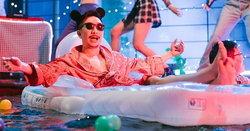 """""""โจอี้ บอย"""" เปิดบ้านปาร์ตี้รับสาวเซ็กซี่ ฉลองความโสดชั่วคราวในเอ็มวี """"แมวไม่อยู่"""""""