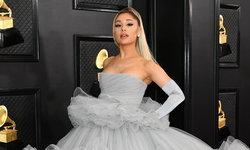 """""""Ariana Grande"""" เซอร์ไพรส์คุณพ่อ ร้องเพลงดังเวอร์ชั่นพิเศษกลางงาน """"Grammy Awards"""""""