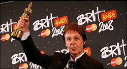 ไม่สนคนเบื่อ! Arctic Monkeys กลับมาโกย 2 รางวัล บริท อวอร์ดส์