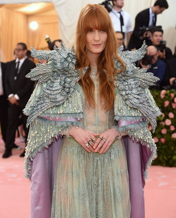 Florence Welch และในลุค Gucci