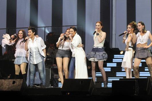 แอม น้ำตาซึมกลางคอนเสิร์ต ซึ้งแฟนๆ ยังรักเหนี่ยวแน่น!!