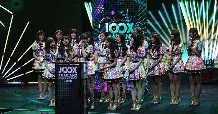 กัปตันเฌอปราง แห่ง BNK48 เผยสาเหตุ หลั่งน้ำตาบนเวที JOOX Awards 2018 (คลิป)