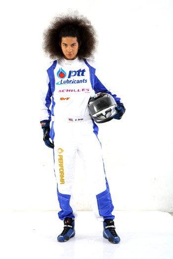 ดี.เจ.เด ยืดเป็นนักแข่งรถ เตรียมอวดฝีมือปะทะรถดริฟท์ กับนักแข่งรุ่นเก๋า