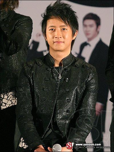 ค่าย SM เตือนหนุ่มฮันเกิง ยังเป็นศิลปินในสังกัด