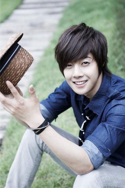 คิมฮยอนจุง (Kim Hyun Joong) แห่ง SS501 เตรียมคัมแบ็คมาดนักร้อง