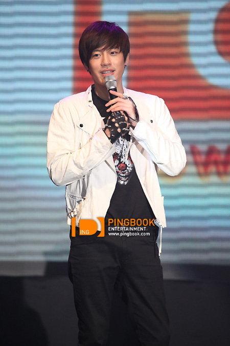 เซเว่น (Se7en) ต่อสัญญากับ YG Entertainment อีก 2 ปี