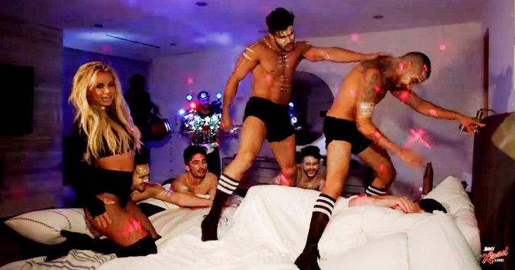 "Britney Spears พาแดนเซอร์บุกไปเต้น ""Make Me…"" ถึงเตียง Jimmy Kimmel"