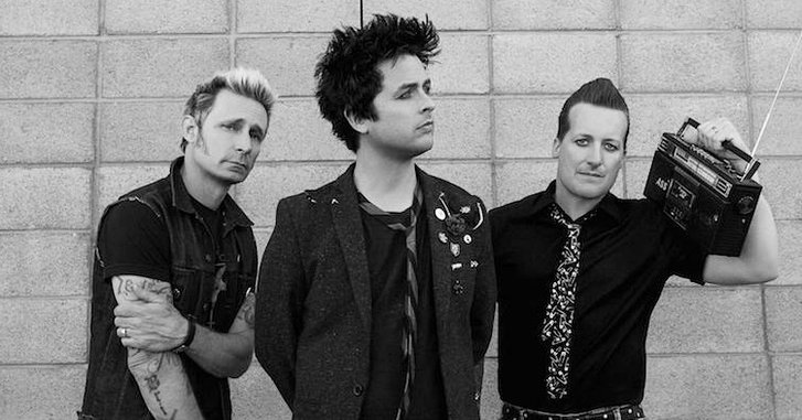 "Green Day ต่อต้าน Trump อย่างเผ็ดมันในวิดีโอ ""Troubled Times"""