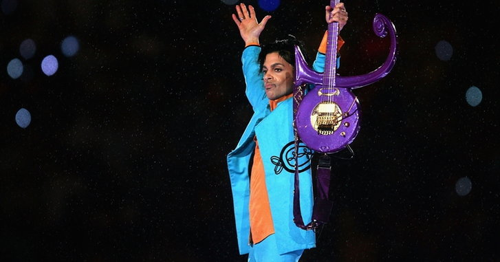 เปิดประมูลของที่ระลึก Prince บู๊ตส้นสูงราคาพุ่งถึง $75,000