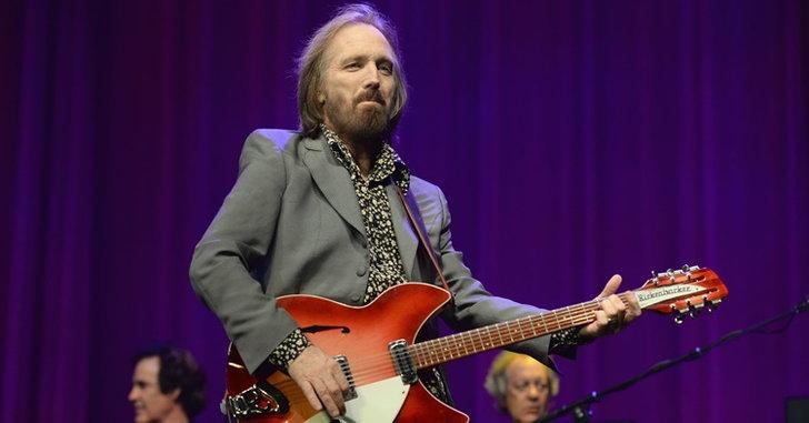 """แฟนเพลงช็อค! """"Tom Petty"""" ศิลปินร็อกรุ่นใหญ่ เสียชีวิตในวัย 66 ปี"""