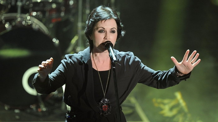 Dolores O'Riordan นักร้องนำวง The Cranberries เสียชีวิตแล้วในวัย 46 ปี