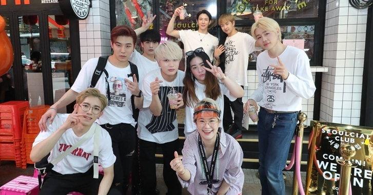 7 หนุ่มวง BLANC7 บุกสยามสแควร์ แวะเช็กอินแหล่งฮิปตามรอยวัยรุ่นไทย