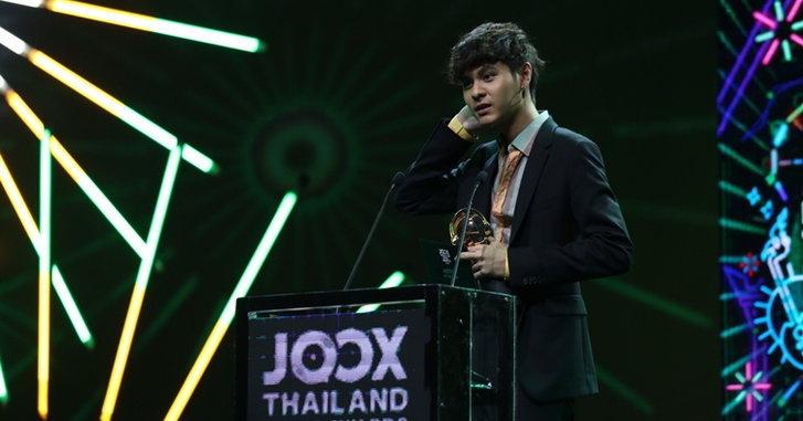 เหตุใด The TOYS จึงพูดอะไรไม่ออกตอนรับรางวัลศิลปินยอดนิยมแห่งปี JOOX Awards 2018 (คลิป)