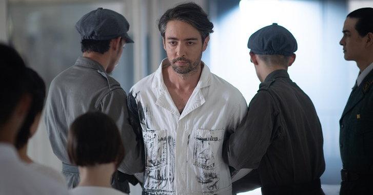 """ฮิวโก้ รับบทนักโทษ พร้อมจำลองความจริงของสังคมในเอ็มวีใหม่ """"ดำสนิท"""""""