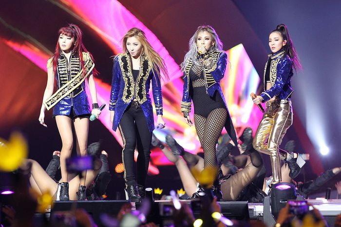 2NE1 โผล่เซอร์ไพรส์แบบครบวงครั้งแรกในรอบปี ในงาน MAMA 2015