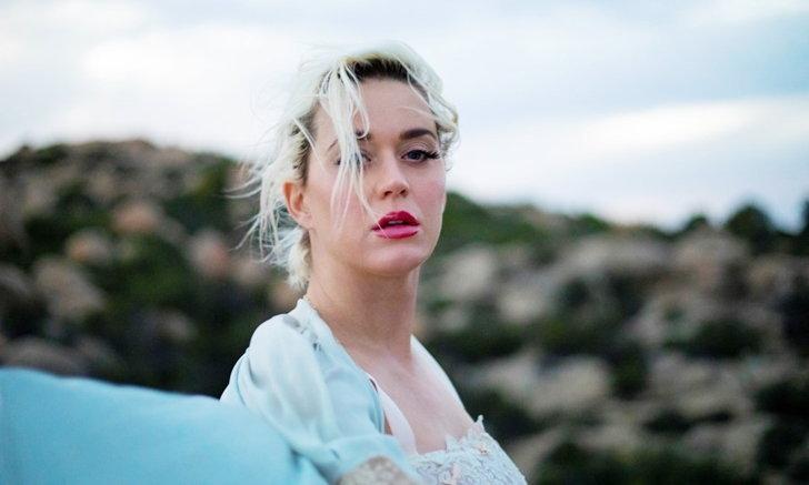 """ว่าที่คุณแม่ """"Katy Perry"""" อวดเรือนร่างครั้งแรก ในเอ็มวีใหม่ """"DAISIES"""""""