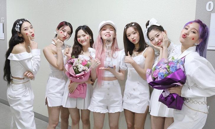 """ย้อนรอยความสำเร็จ """"OH MY GIRL"""" กับอัลบั้ม NONSTOP ที่คนเกาหลียังฟังติดต่อกันเป็นเดือนๆ"""