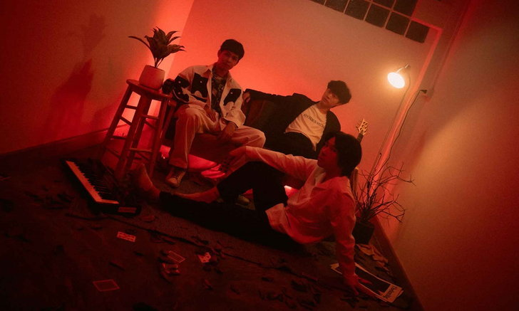 "SLAPKISS ประเดิมบ้านใหม่ LOVEiS Entertainment ส่งซิงเกิลแรก ""ให้ลืมได้ไง"""