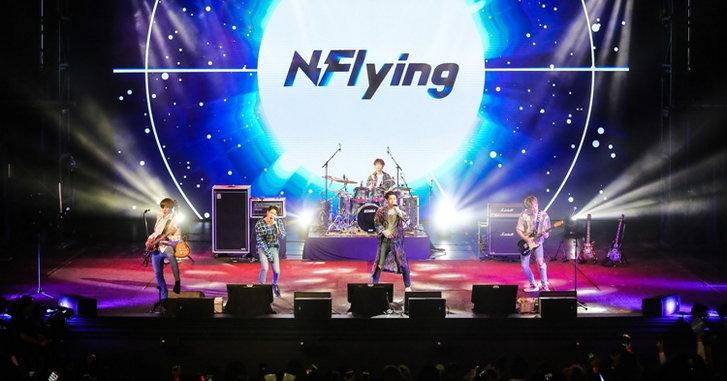 N.Flying จัดเต็มเล่นสดไม่มียั้ง ใกล้ชิดแฟนๆ เต็มที่ ในแฟนมีตติ้งครั้งแรกในไทย