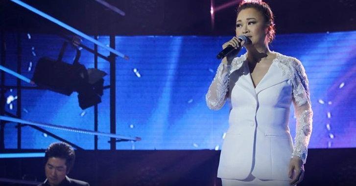 """ฮือฮา! เจนนิเฟอร์ คิ้ม ร้องเพลง """"หน้าหนาวที่แล้ว"""" พร้อมโชว์แร็ปใน Thailand's Got Talent (คลิป)"""