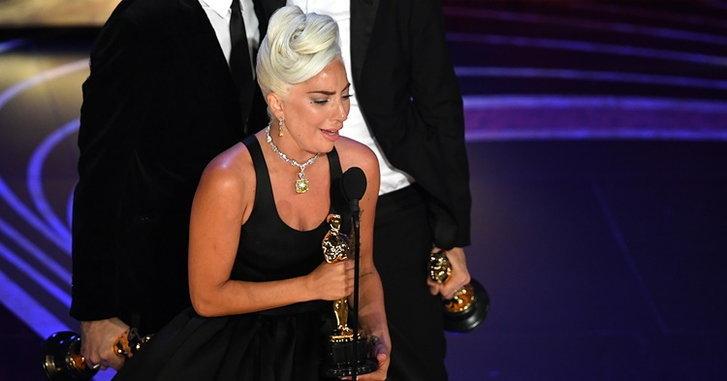 """""""Lady Gaga"""" ปล่อยโฮ! คว้ารางวัล """"Oscars 2019"""" สาขาเพลงประกอบภาพยนตร์ยอดเยี่ยม"""