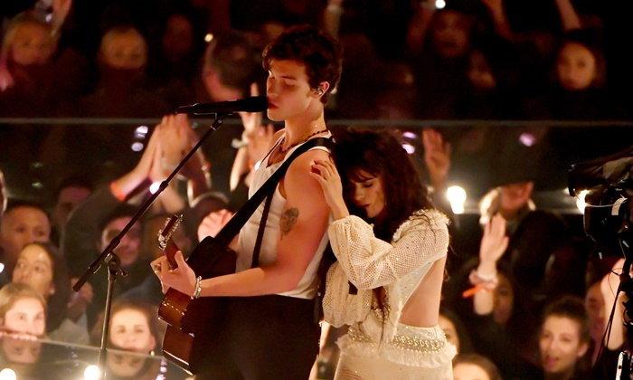"""""""Shawn-Camila"""" ทำแฟนๆ กรี๊ด! โชว์เพลง """"Señorita"""" เวอร์ชั่นแนบชิด"""